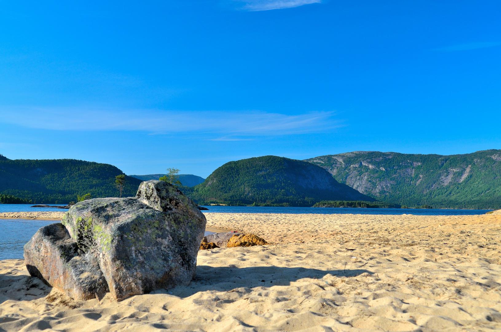 Sandstrand an Norwegens Seen