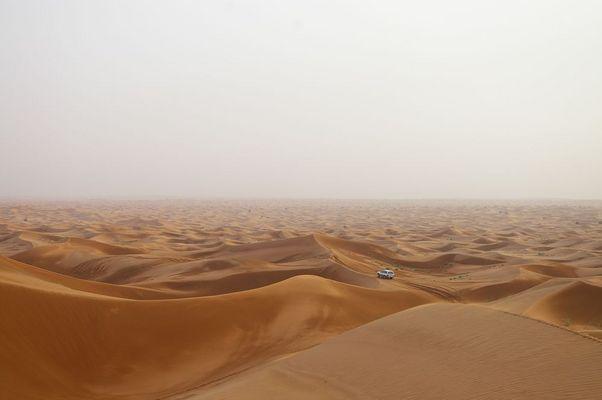 Sandwellen und Auto
