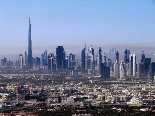 Sandwolken über der Stadt