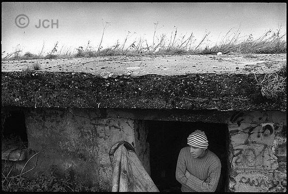 Sangatte, réfugié Kurde se cachant dans un bunker du littoral de Calais