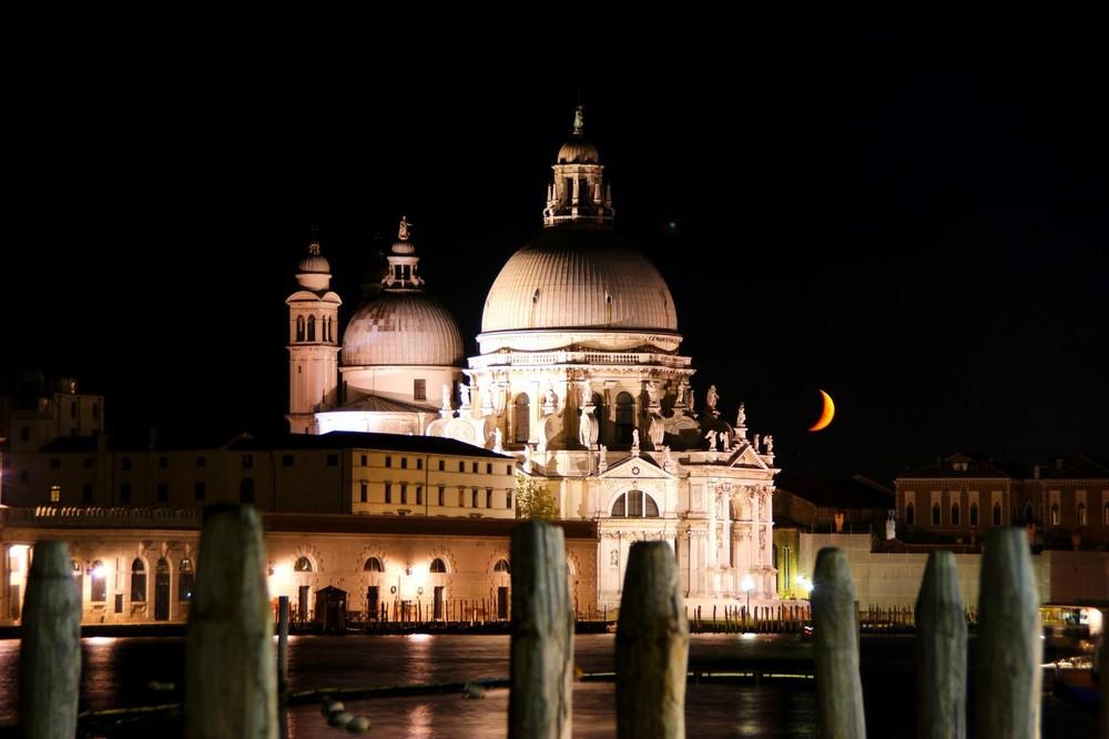 Santa Maria della Salute mit Mond