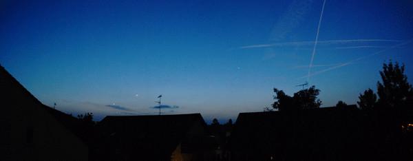 Saphirblau der Morgenhimmel.