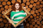 Sarah und der Holzstapel