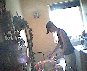 sascha putzt küche