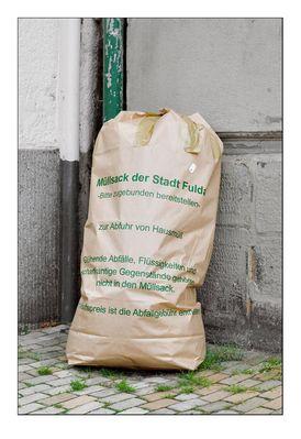 Saubere Stadt - ein Müllsack genügt!