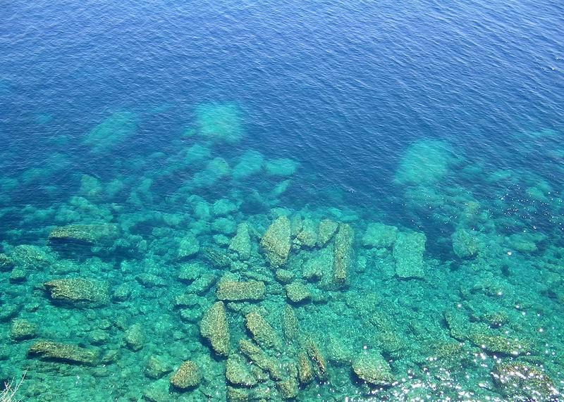Sauberes Wasser am Mittelmeer