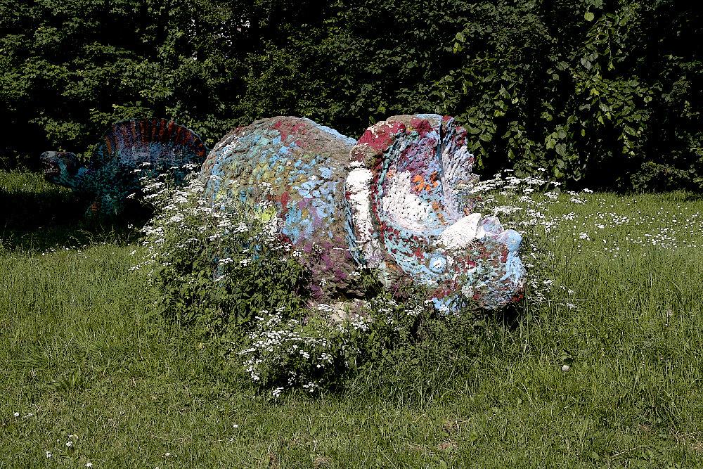 Saurier in Wiesenschaumkraut