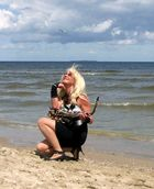 Saxophonistin am Strand