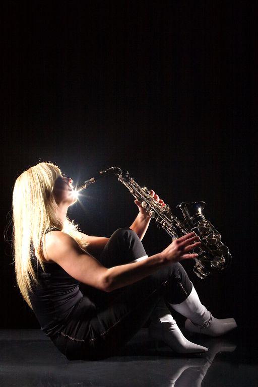 Saxophonistin - strahlender Ton