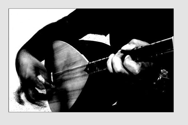 Saz (Langhals Gitarre)