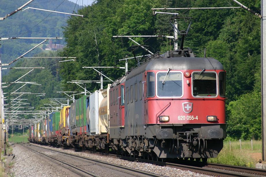 SBB Cargo Re 620 an der Bözberglinie