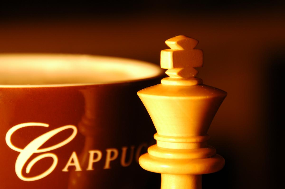 Schach und Cappuccino