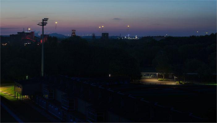 Schachtzeichen  bei Nacht