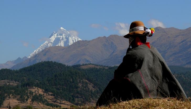 Schamane in den Bergen Perus