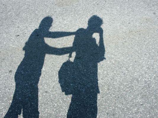 Schatten am Asphalt
