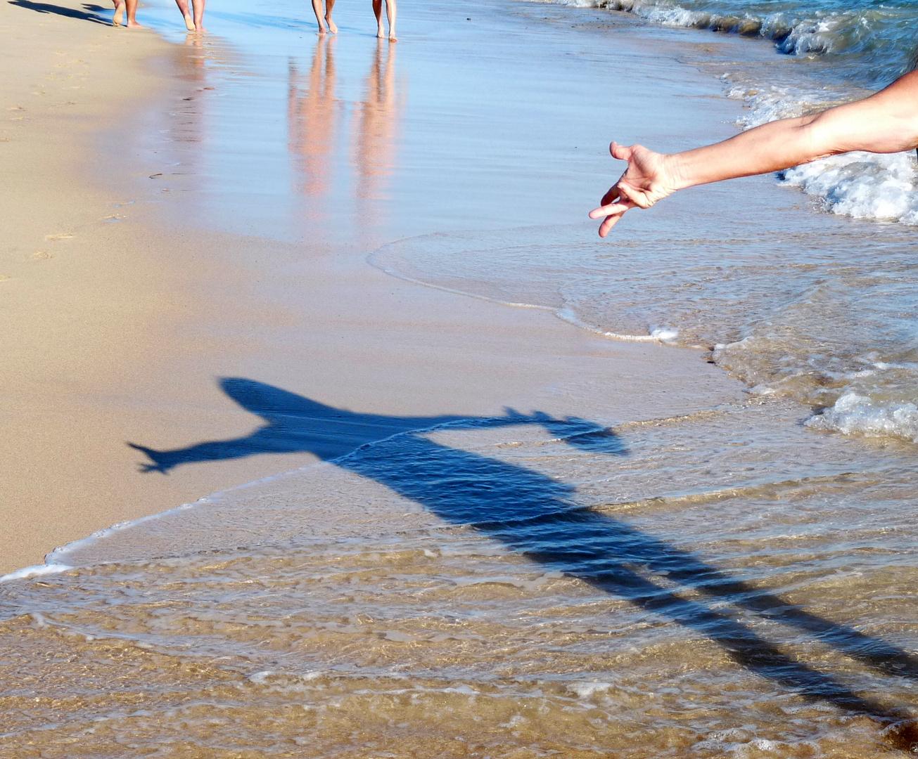 Schatten am Strand 1