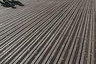 Schatten auf Plankenboden