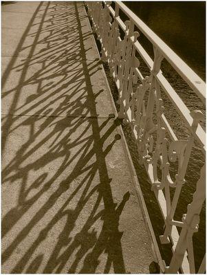 Schatten des Geländers...