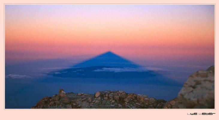 Schatten des Teide auf La Gomera