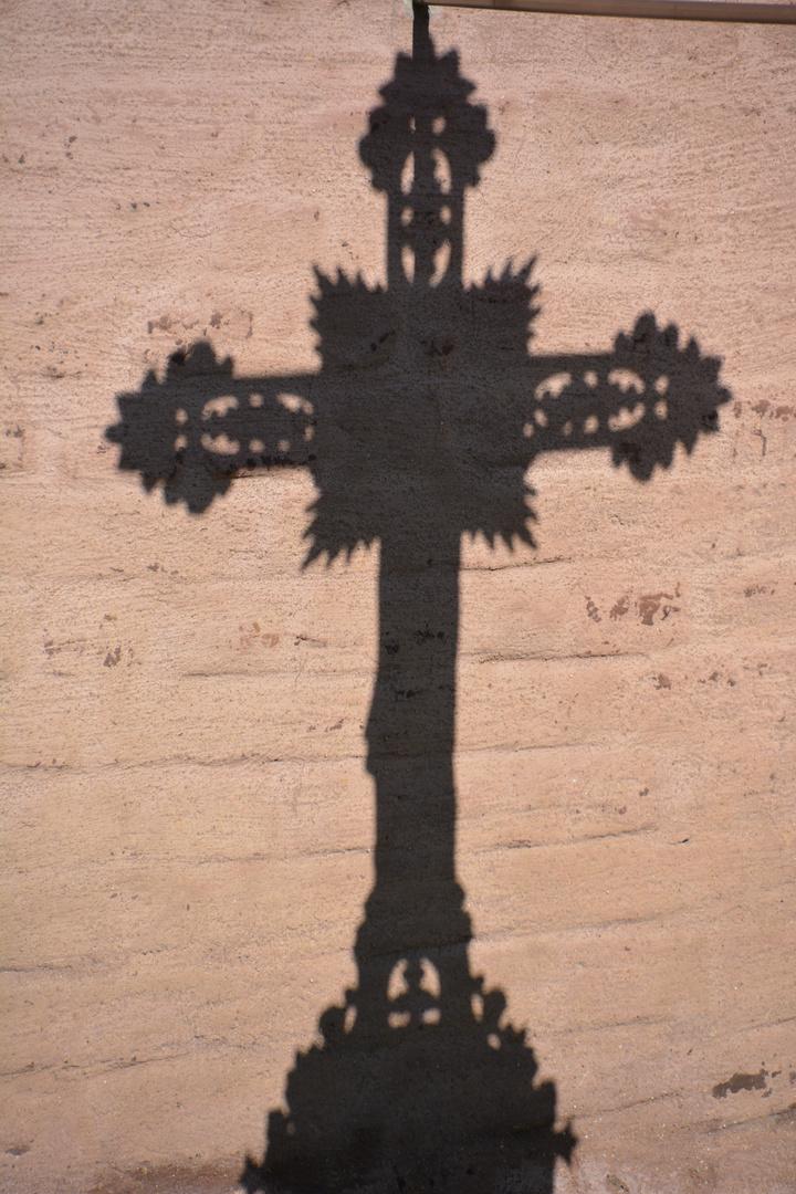Schattenkreuz- Kreuzschatten