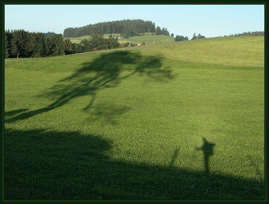 Schattenspiel am Jakobsweg im Allgäu