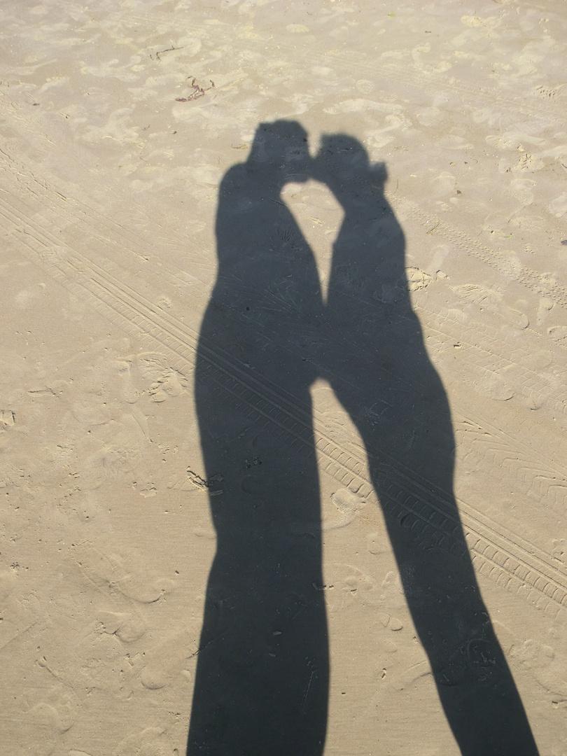 Schattenspiel am Strand