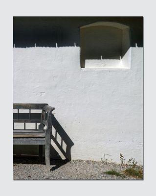 Schattenspiel mit Bank und Fenster