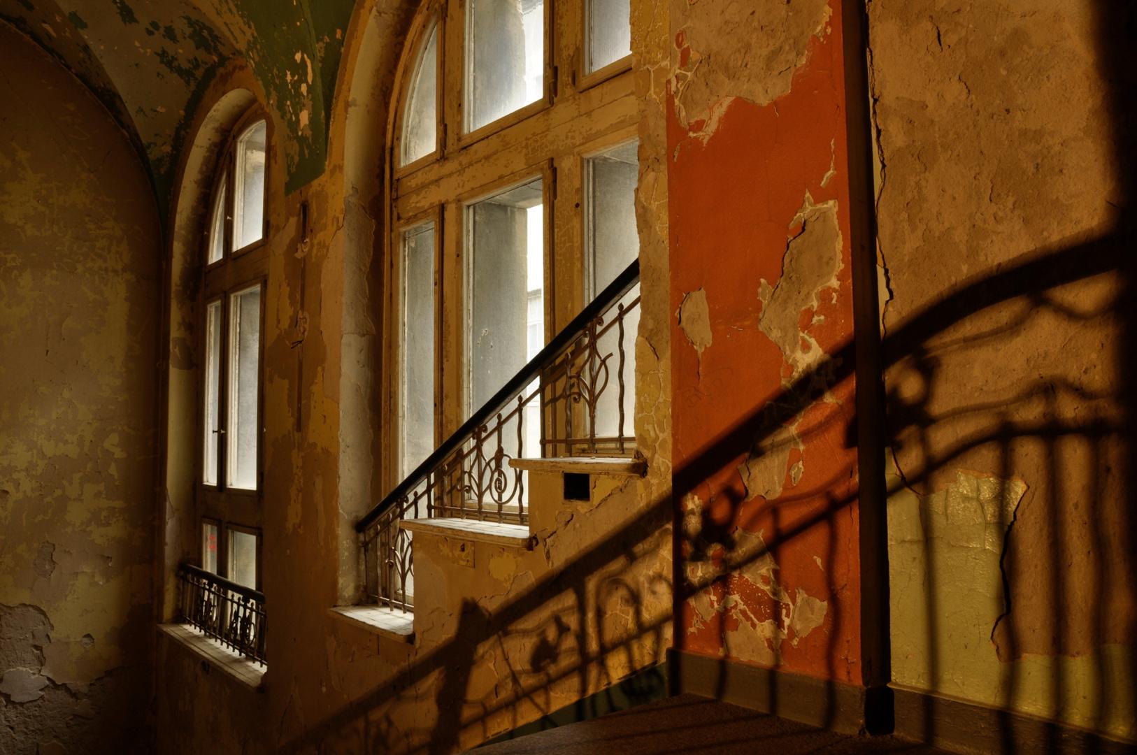 Schattenspiel - Treppe zum alten Bad