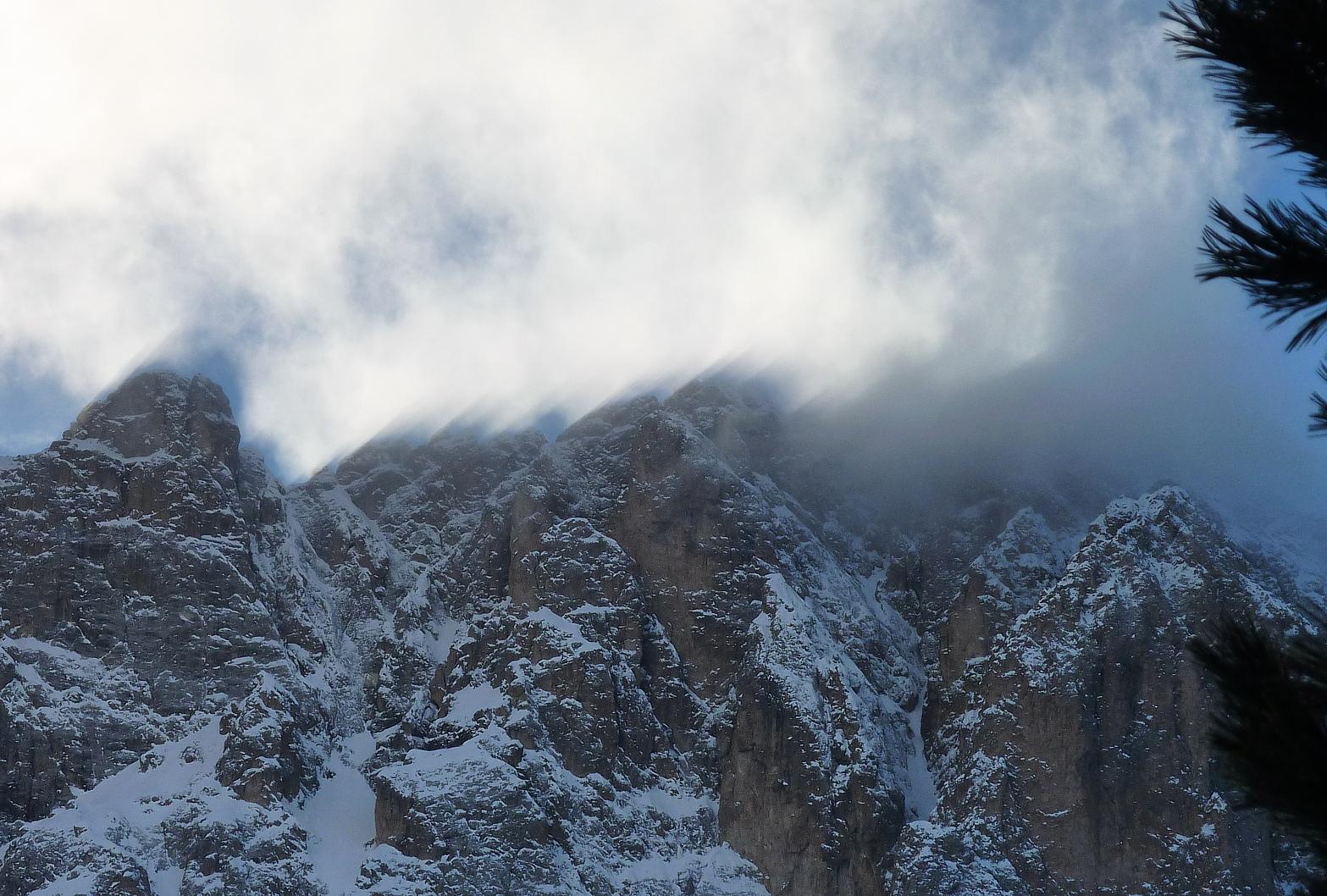 Schattenstrahlen am Langkofelgrat - Dolomiten