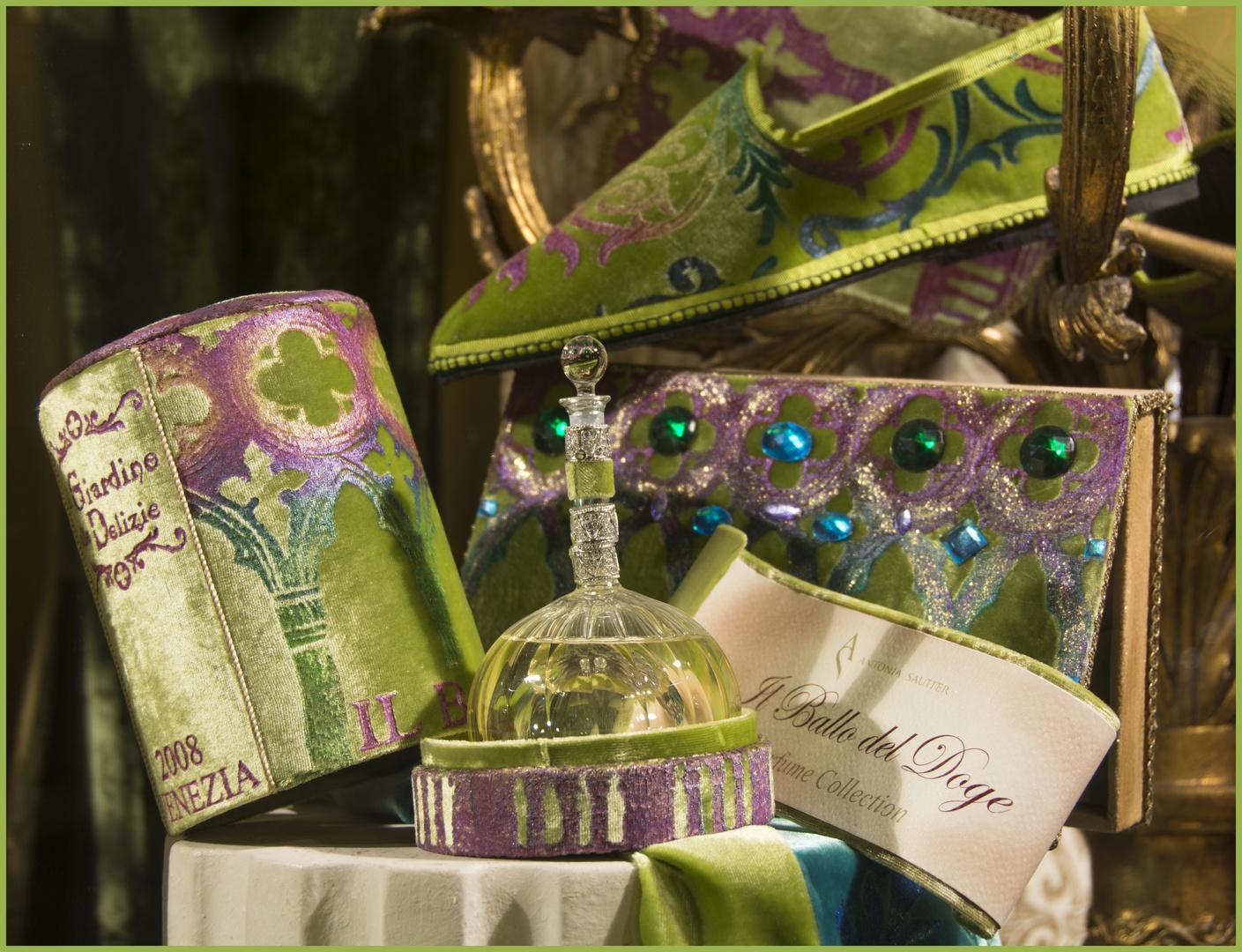 Schaufenster einer Parfümerie in Venedig