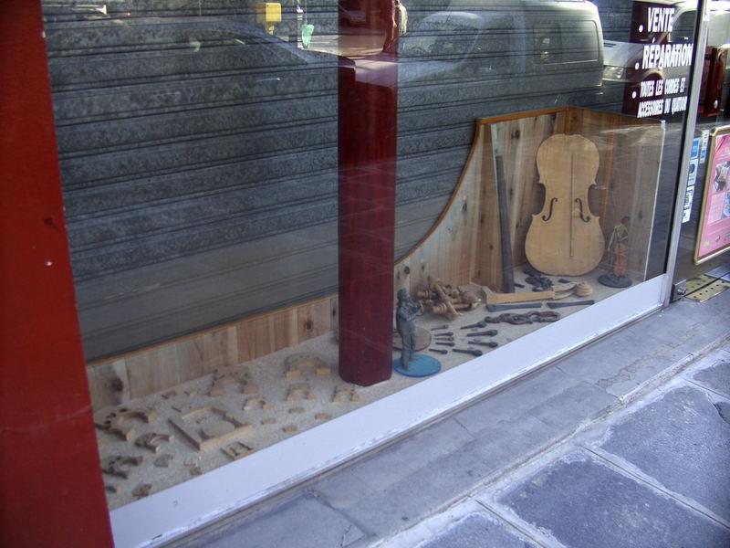 Schaufenster eines Geigenbauers