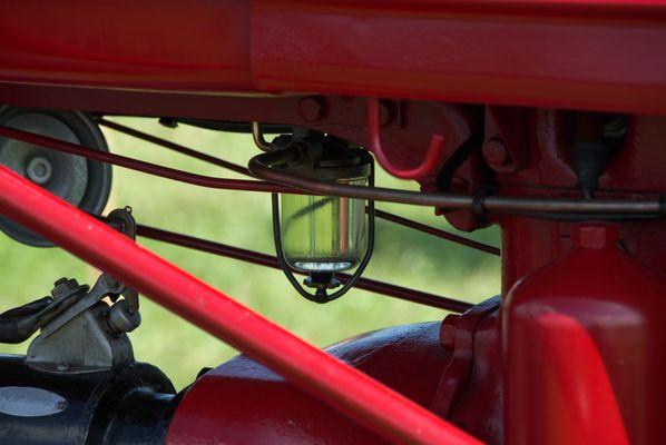 Schauglas eines Farmall Traktores