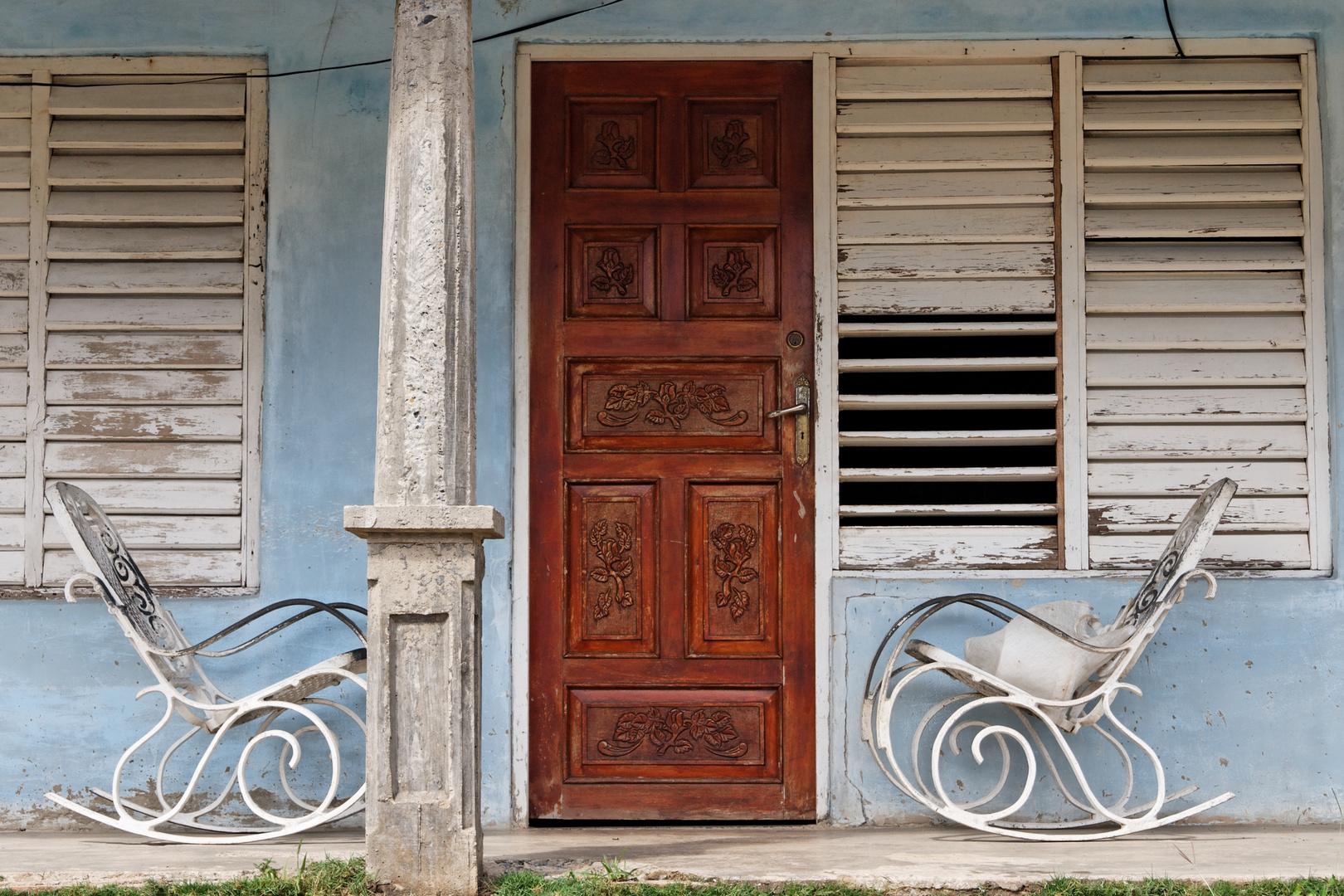 schaukelst hle auf der veranda foto bild north america central america cuba bilder auf. Black Bedroom Furniture Sets. Home Design Ideas