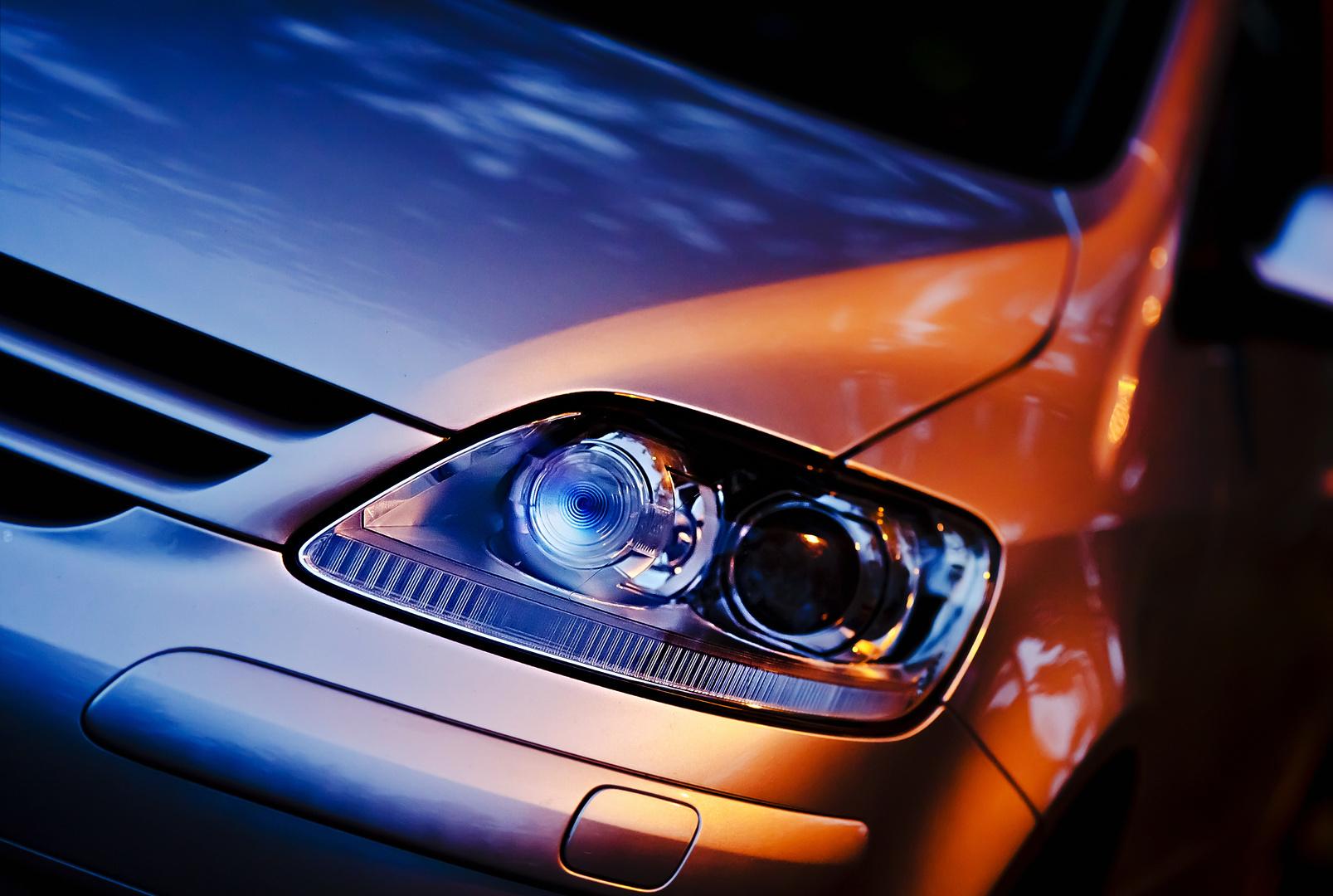Scheinwerfer des VW Golf
