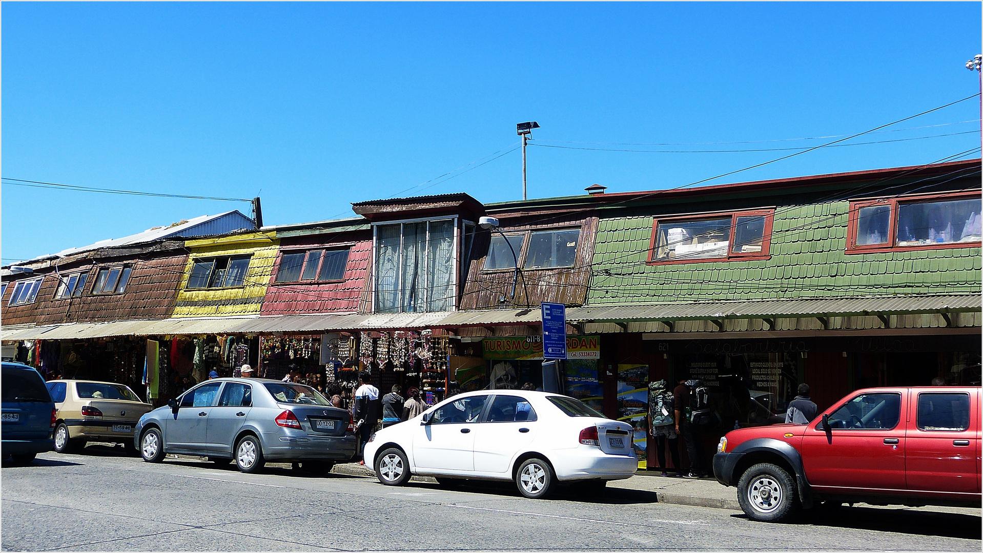 Schiefe Holz-Architektur in Puerto Montt-El Angelno..............