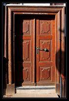 Schiefe Tür