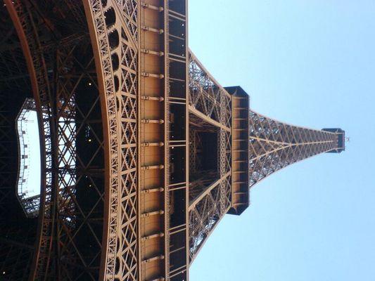 schiefer turm von paris