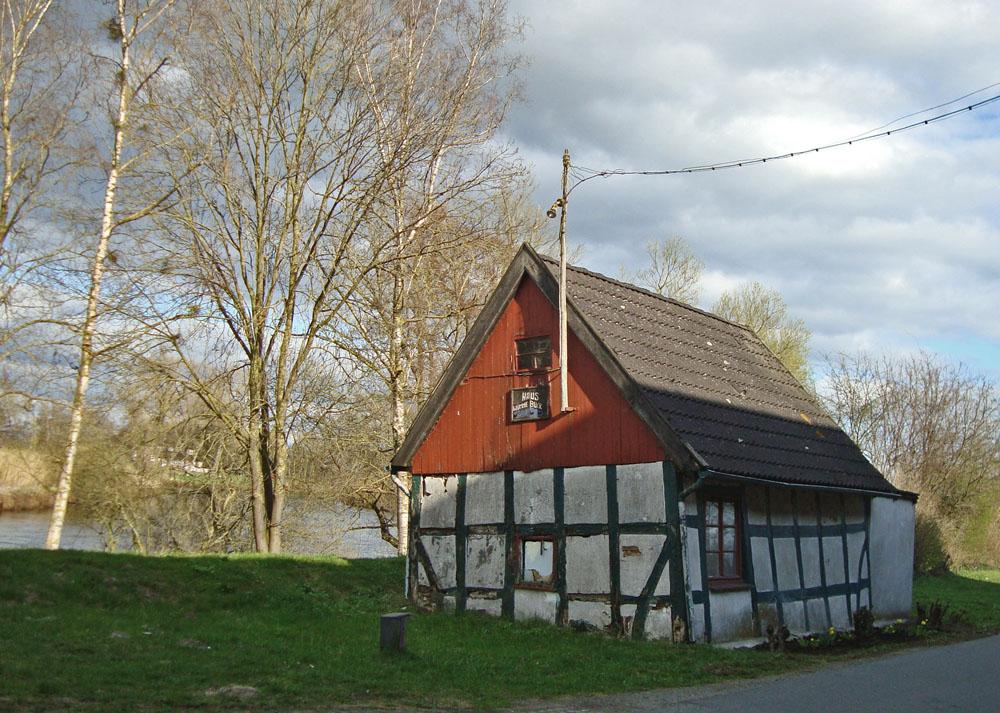 Schiefes Haus vom Wümmedeich