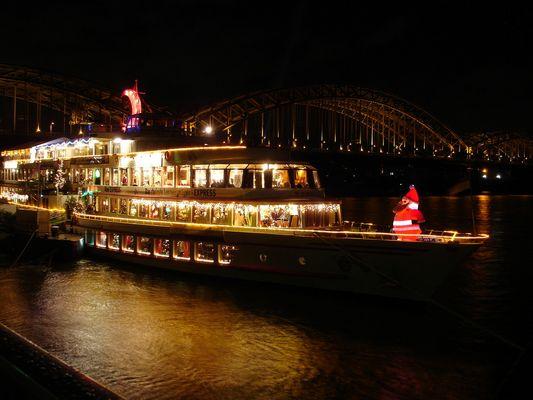 Schiff als Weihnachtsmarkt in Köln