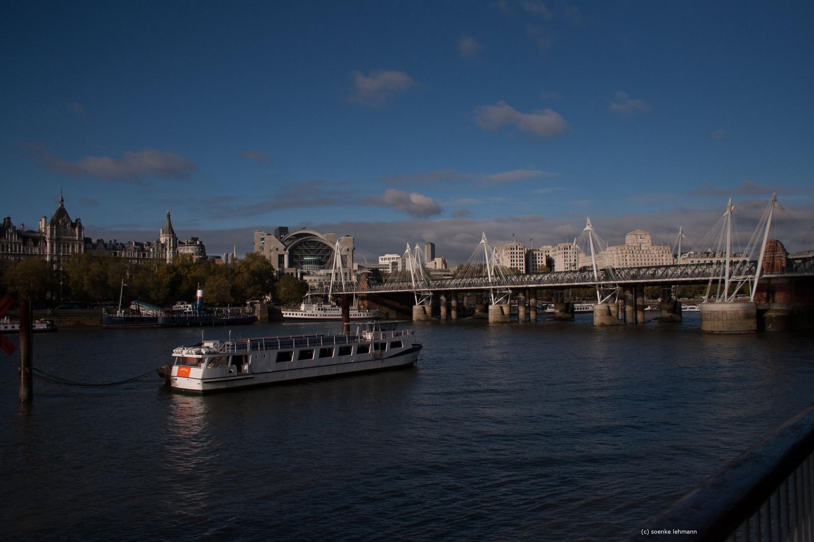 Schiff auf der Themse
