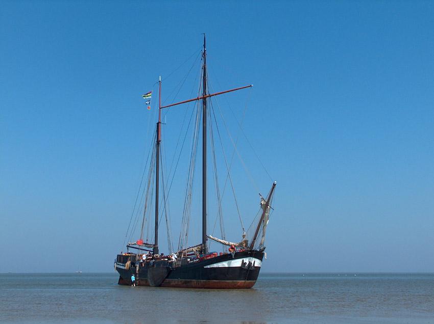 Schiff im Wasser