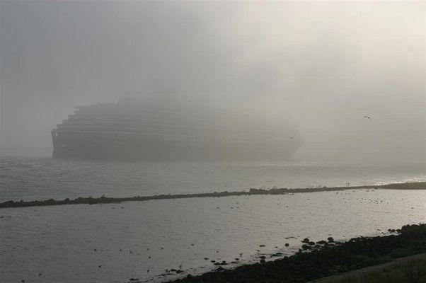 Schiff in nebel