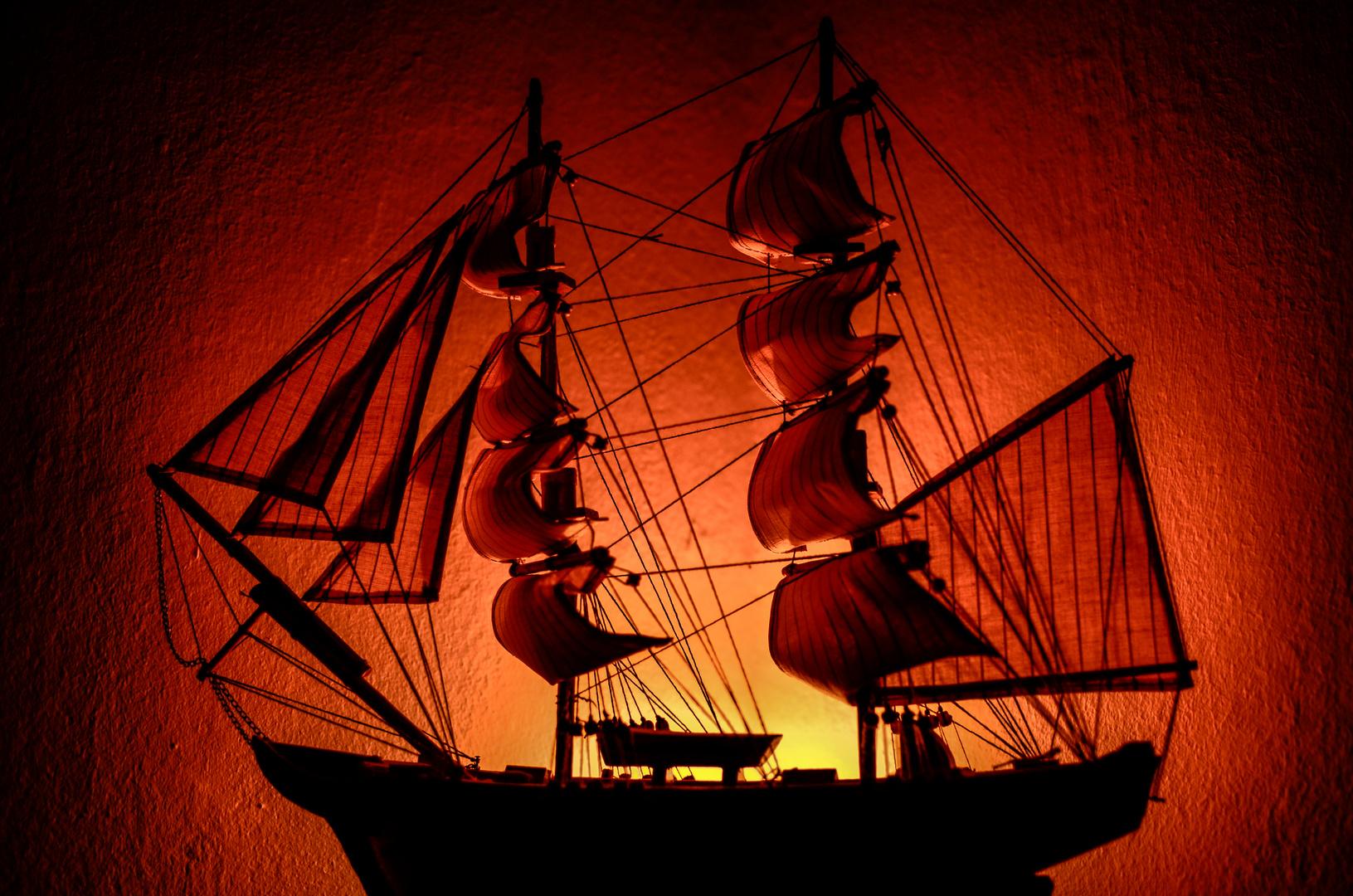 Schiff in rot.