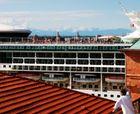 Schiff über den Dächern von Venedig