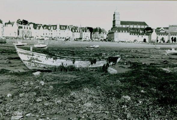 Schiff vor St. Malo