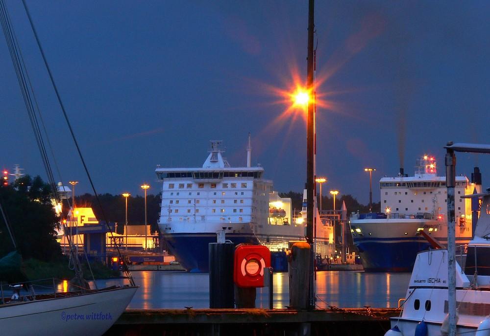 Schiffe am Travemünder Skandinavienkai