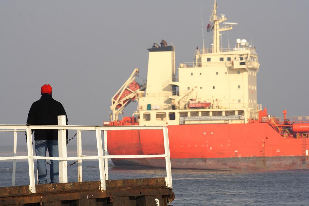 Schiffe gucken an der Elbe