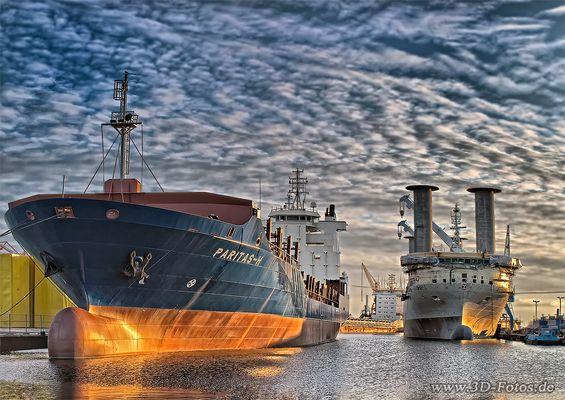 Schiffe im Emder Hafen