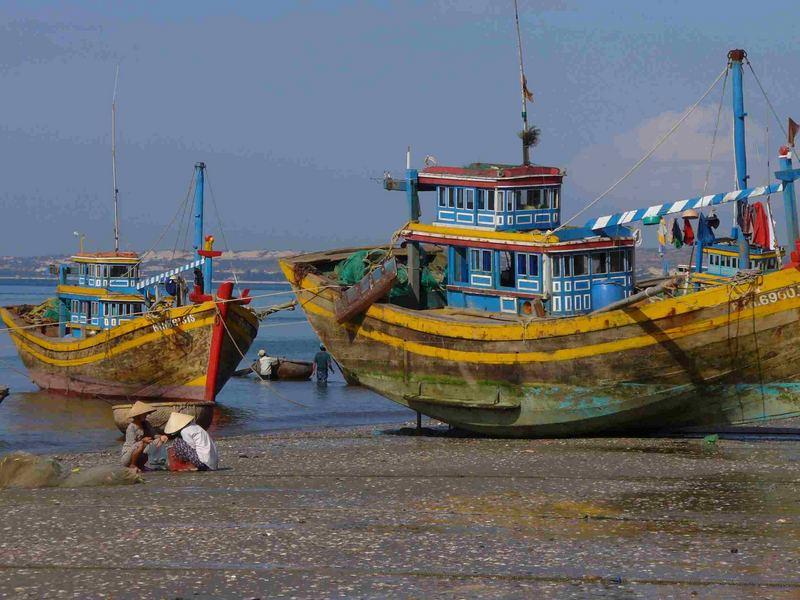 Schiffe im Hafen von Nha Trang