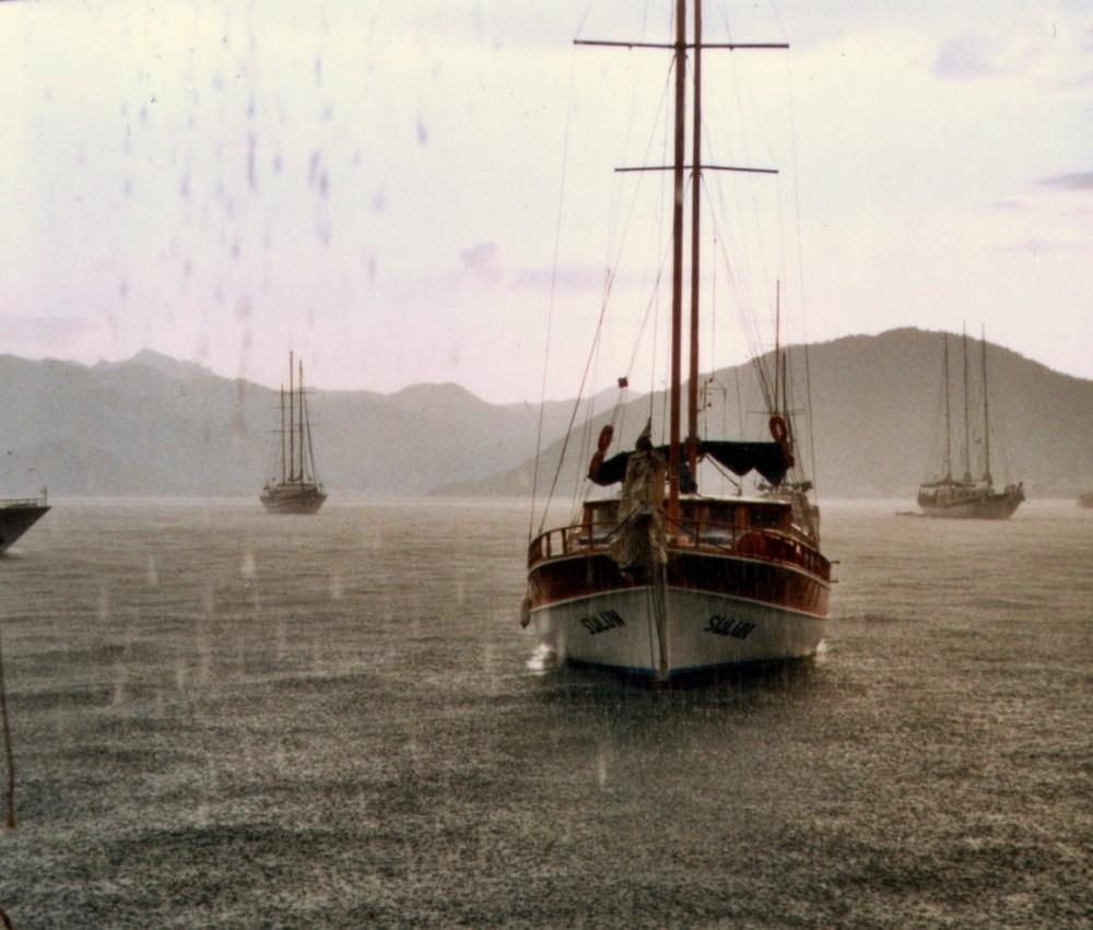 Schiffe im Regen